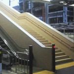 箱根湯本駅のエスカレーターを降りたところ
