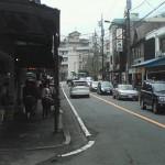 箱根湯本駅のロータリーを渡ったところ
